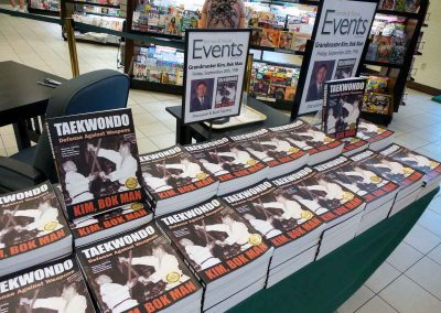 Barnes & Noble Event Is Supreme Master Kim's 1st Book Signing